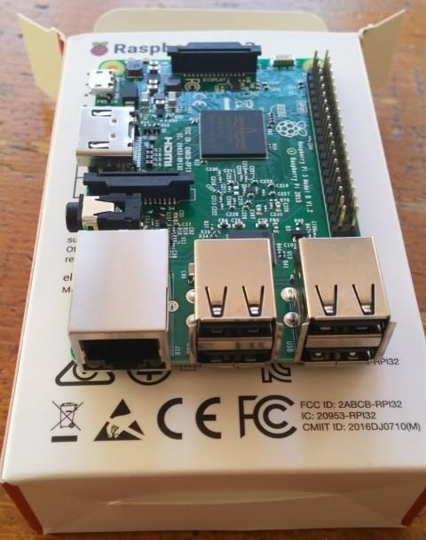 raspberry-pi-3-open-1-480x609 ラズベリーパイ3を写真で開封。英語仕様書、電源、使い方?