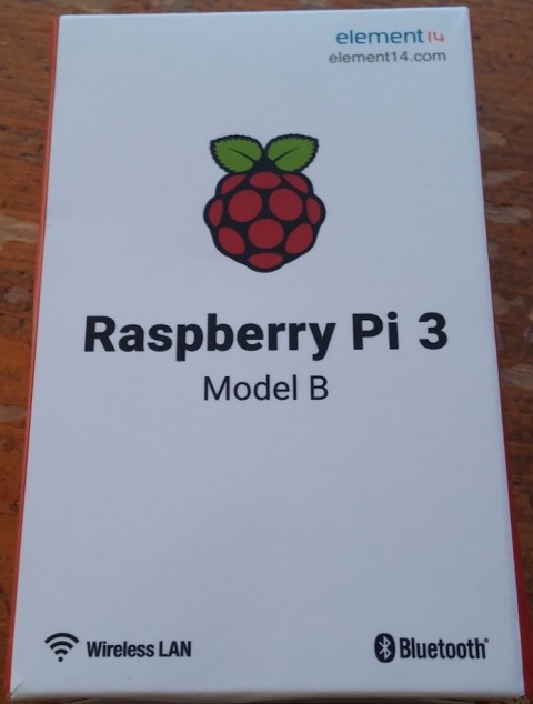 raspberry-pi-3-open-4-480x634 ラズベリーパイ3を写真で開封。英語仕様書、電源、使い方?