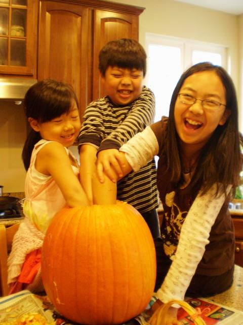 10102009_home_018-e1476758252631-480x640 アメリカハロウィン2016画像!仮装の子供とお菓子はこんな感じ?